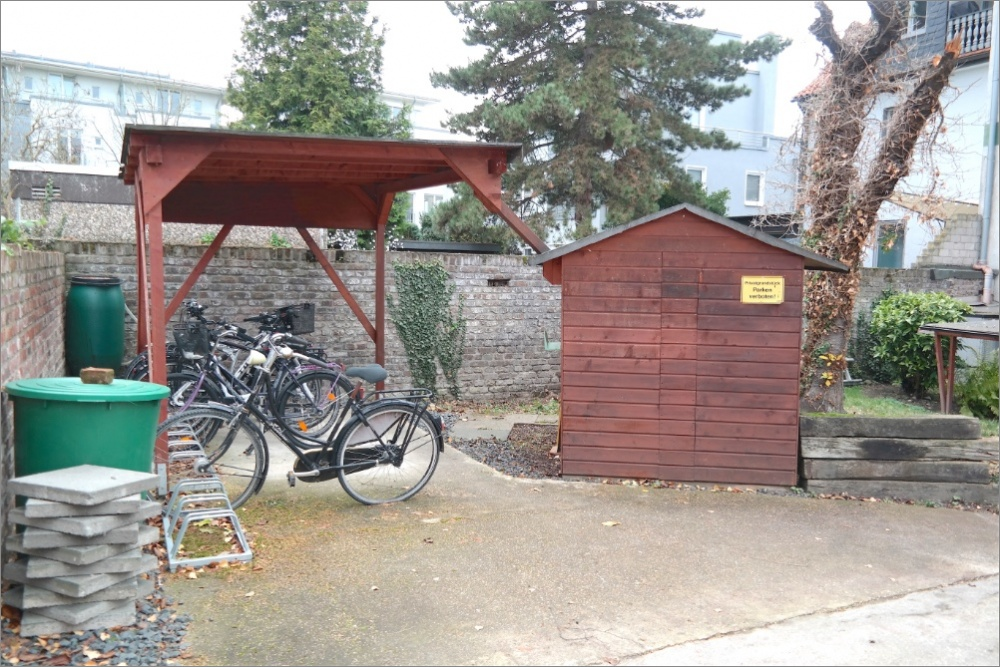 fahrradbereich real house immobilien immobilienmakler k ln. Black Bedroom Furniture Sets. Home Design Ideas